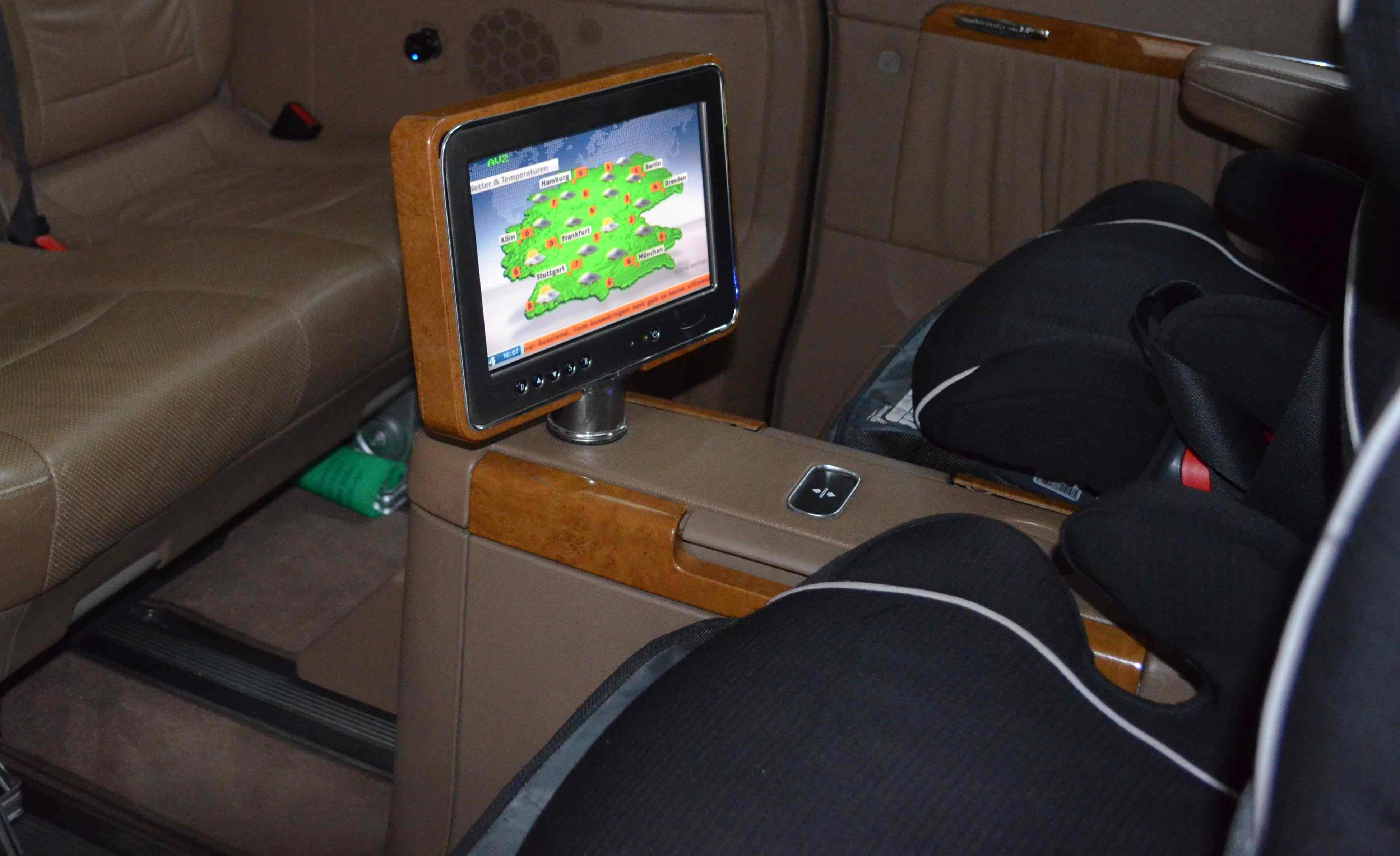 Mercedes Viano Monitor